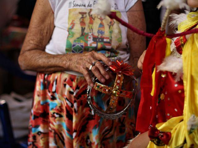 Dona Flori, das Cabloquinhas do Passo de Camaragibe, luta para passar adiante a tradição